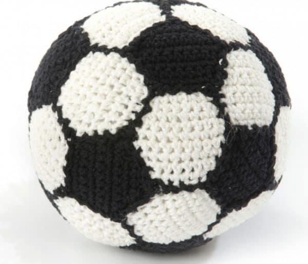 smallstuff voetbal gebreid met rammelaar 14 cm zwart wit 346078 1576934648